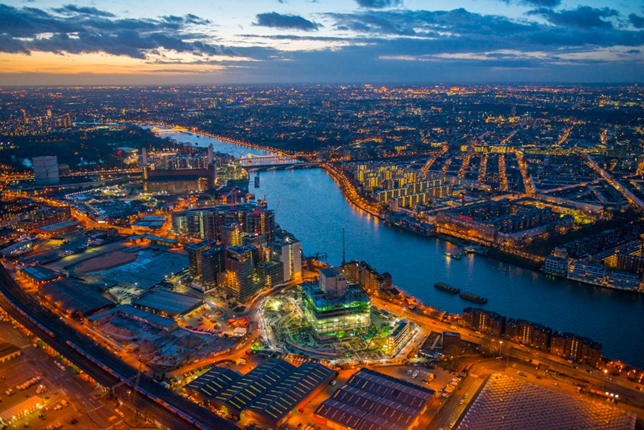 Jason-Hawkes_Battersea_Power-Station_night
